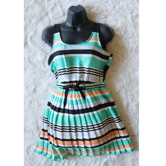 BCBG | pleated striped Caribbean sea dress euc